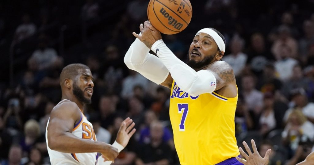 Carmelo Anthony gets Lakers' feet wet in preseason loss to Suns